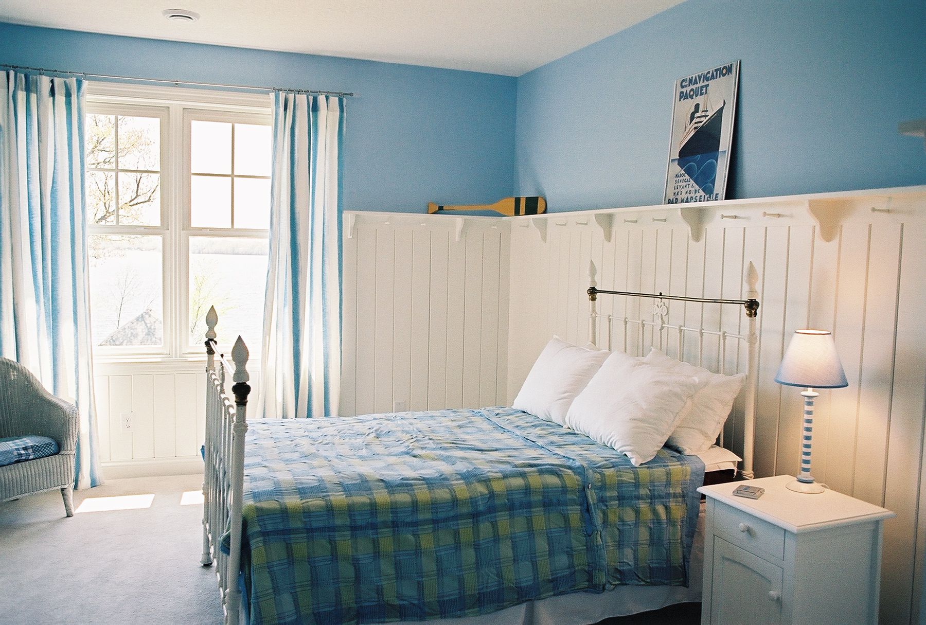 16 beautiful examples of light blue walls in a bedroom Blue bedroom